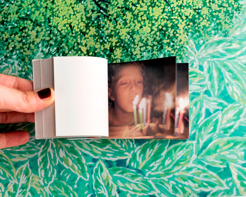 Flipbook animato - libro personalizzato per festa di compleanno. Un bambino soffia sulle candeline