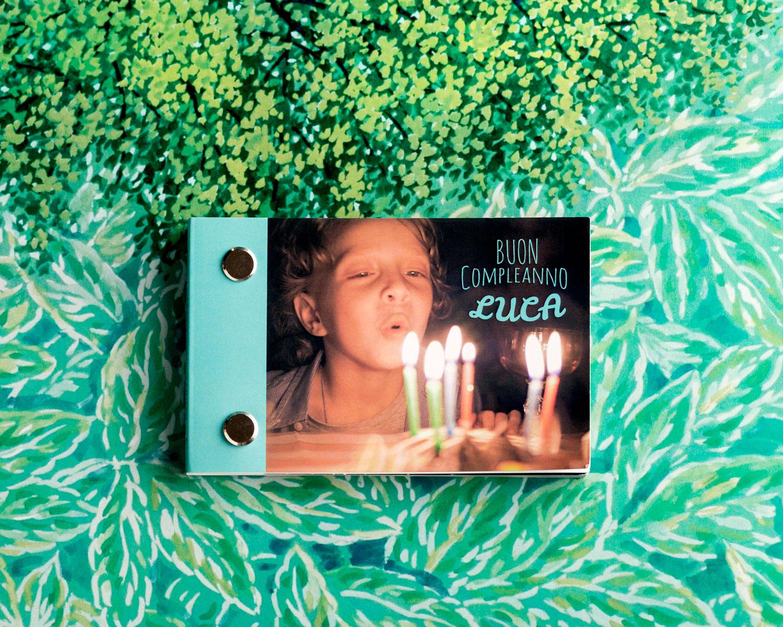 Copertina di un Flipbook animato - libro personalizzato per festa di compleanno. Un bambino soffia sulle candeline