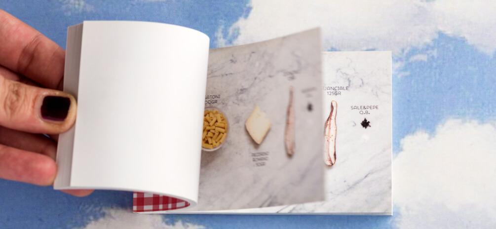 Le ricette romane, La gricia. Uno dei tre flipbook dedicati alle ricette della cucina tradizionale romana. Sfogliati velocemente illustrano in un libro animato la preparazione della ricetta